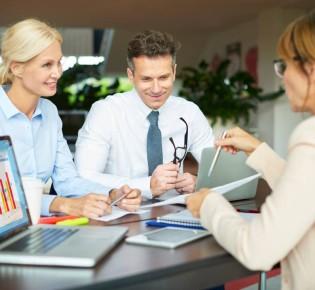 Какую помощь оказывает финансовый консультант?